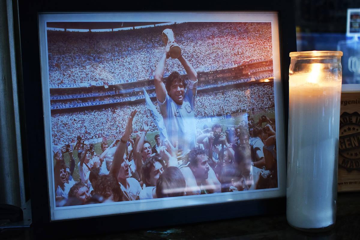 En el restaurante Made In Argentina se colocó una fotografía y una veladora en recuerdo del g ...