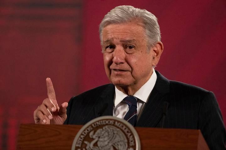 En esta foto de archivo, el presidente mexicano Andrés Manuel López Obrador da su conferencia ...