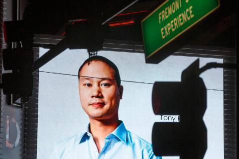 Los homenajes al ex-director general de Zappos y fundador del Downtown Project, Tony Hsieh, que ...