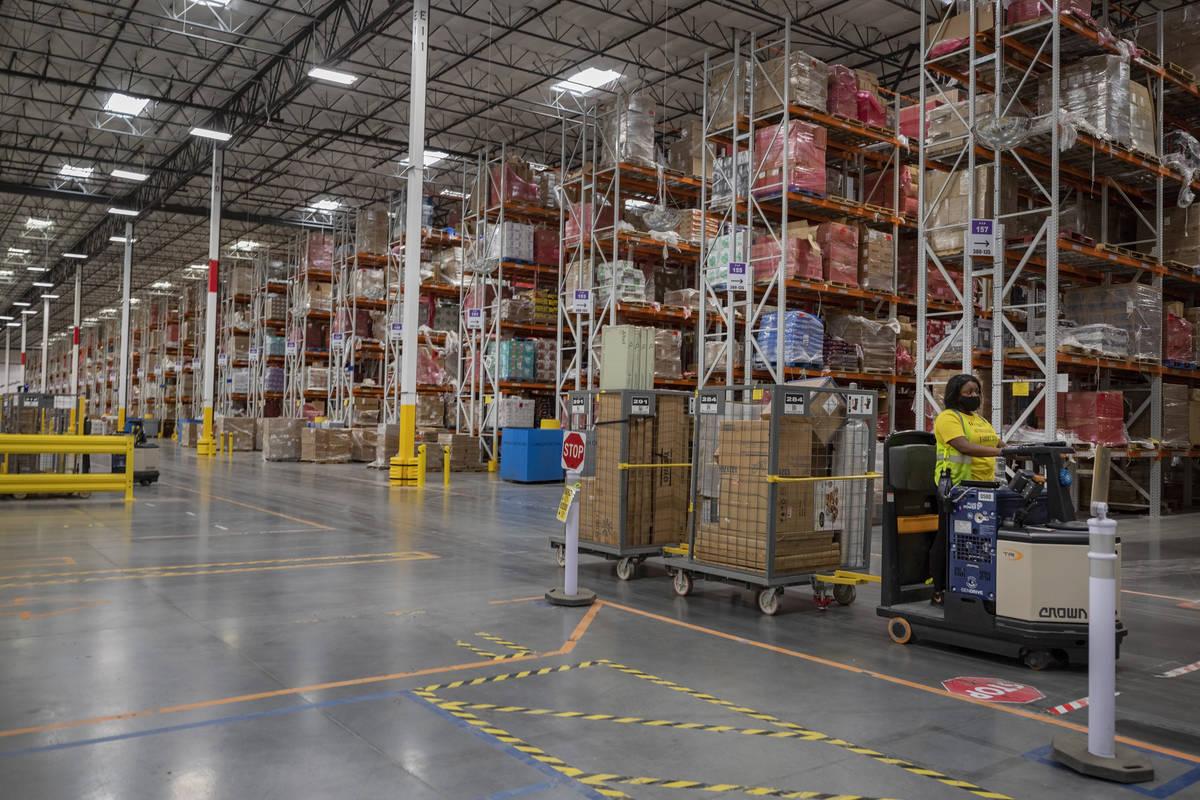 Almacén de Amazon en North Las Vegas, 30 de julio de 2020. (Elizabeth Brumley/Las Vegas Review ...