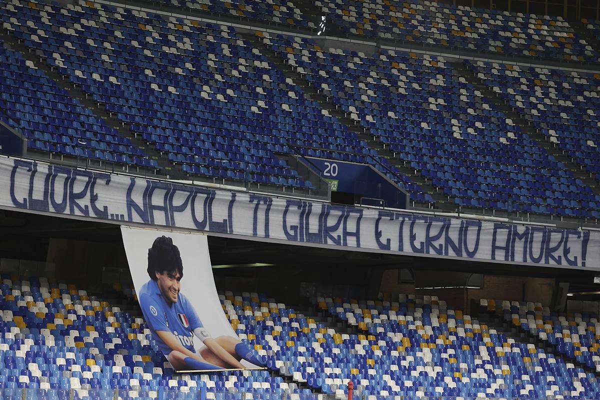 """Una pancarta que dice en italiano """"Corazón... Nápoles te jura amor eterno"""" en honor a Diego M ..."""