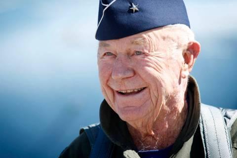 El general de brigada retirado Chuck Yeager, de 89 años, en la base aérea Nellis el domingo, ...