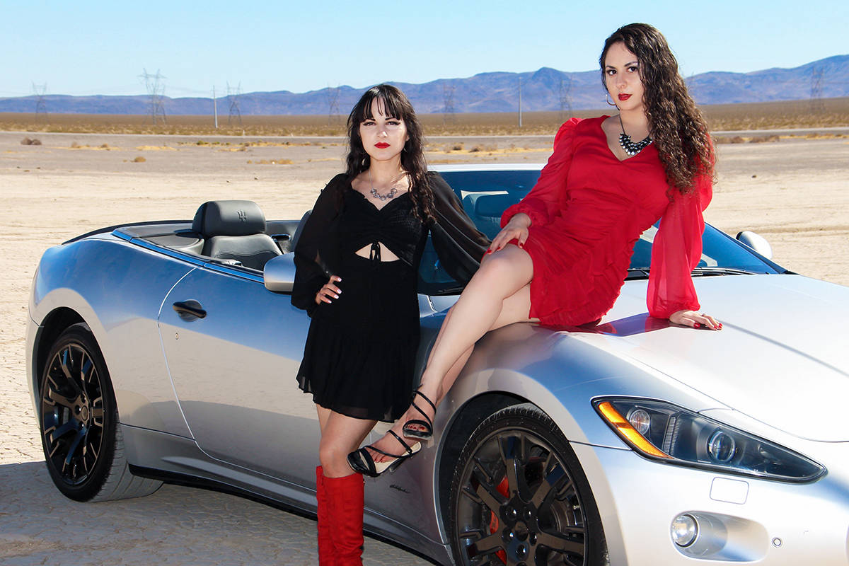 """La cantante local Captain Jen E (izquierda) ha debutado con su primer sencillo """"Kuhkon"""", e ..."""