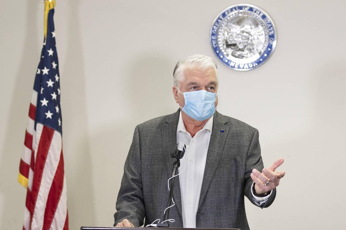 El gobernador Steve Sisolak discute las recientes cifras de COVID-19 en Nevada durante una conf ...