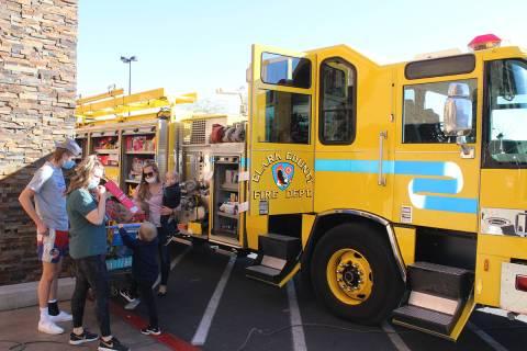 Para alcanzar la meta de 28 mil juguetes, todas las estaciones de bomberos del sur de nevada es ...