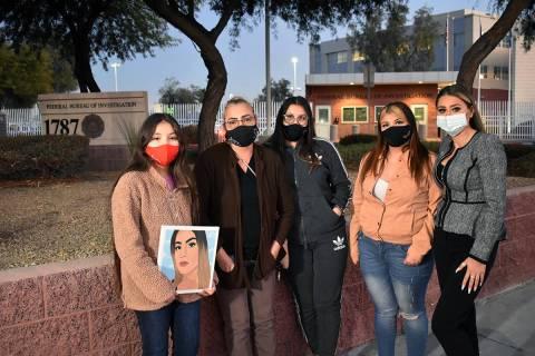 Ofelia Markarian, abogada de la familia (extrema derecha de la foto), acompañó a Aracely Pala ...