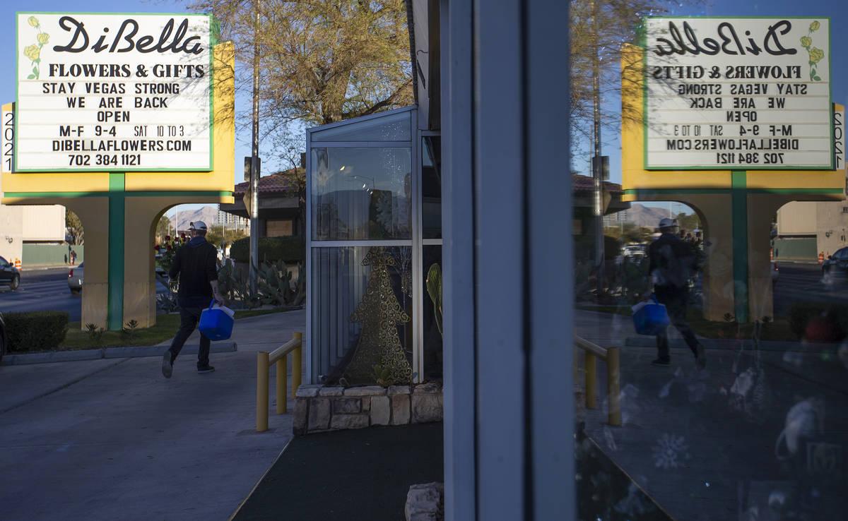 DiBella Flowers & Gifts abrió sus puertas el lunes, 14 de diciembre de 2020, en Las Vegas. (El ...