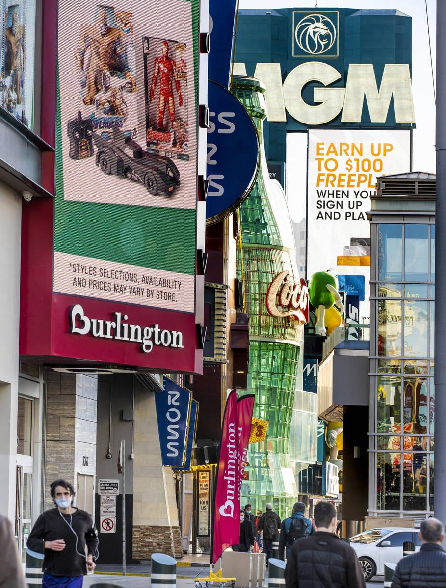 Olive Garden planea abrir un restaurante en el edificio del Showcase Mall donde Target y Burlin ...
