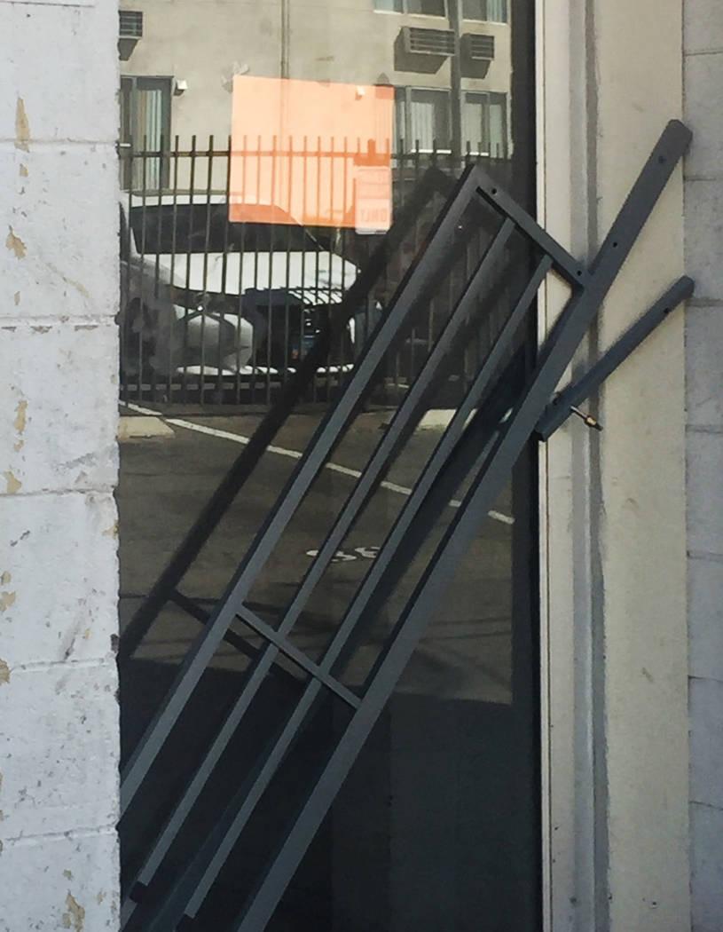 Una foto proporcionada al Review-Journal muestra la puerta de salida trasera del Alpine, donde ...
