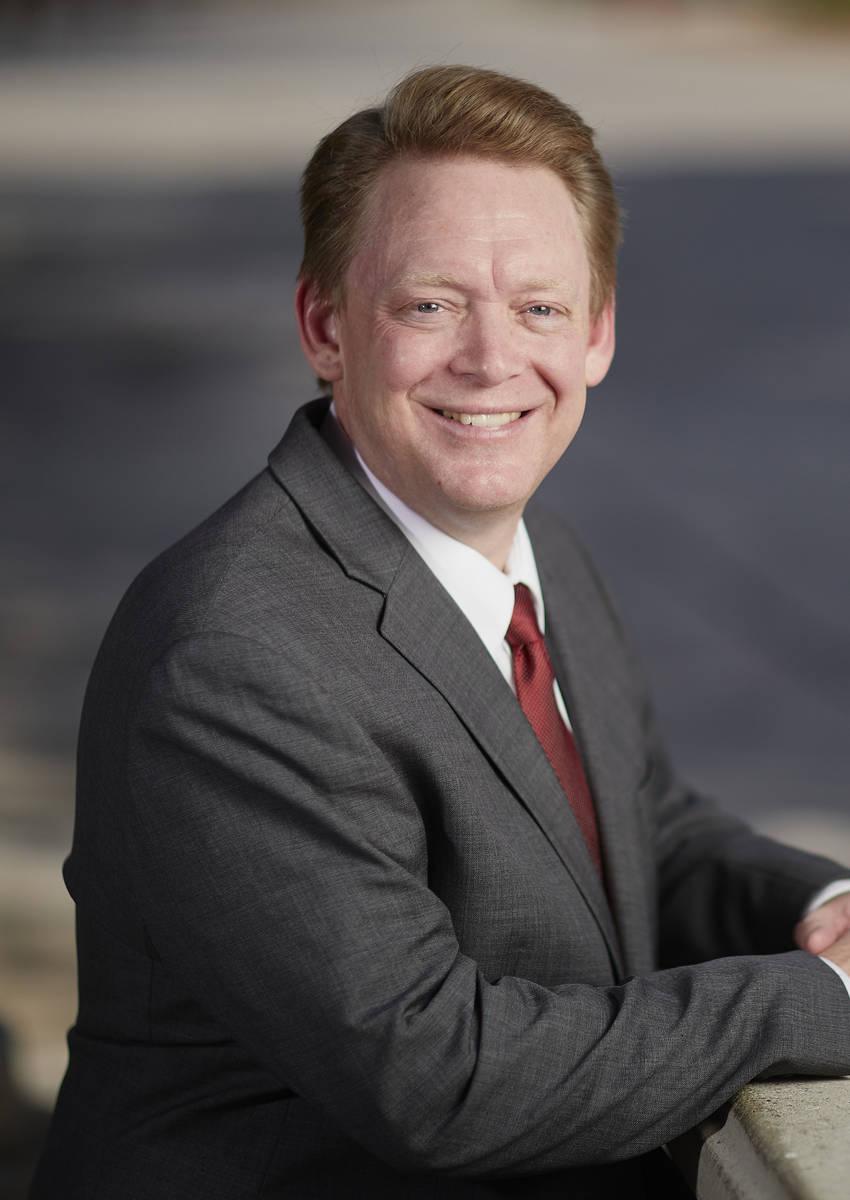 Steve McKellips es vicepresidente asociado de asuntos estudiantiles, inscripciones y servicios ...
