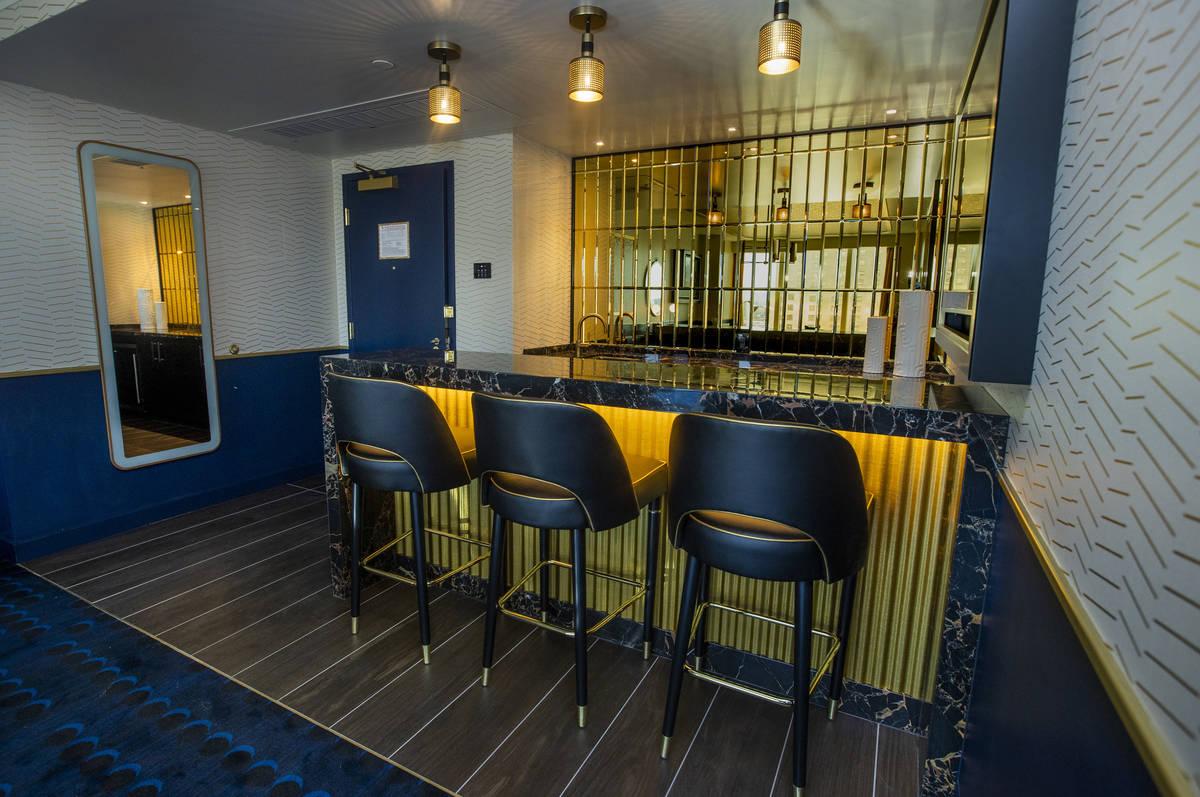 Un área de bar retro dentro de la suite Circa End en Circa el viernes, 18 de diciembre de 2020 ...