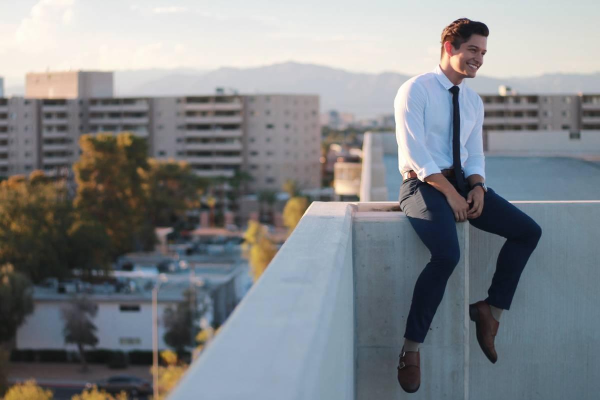 El recién graduado de la UNLV, Santiago Gudiño-Rosales, de 24 años, planea comenzar la escue ...