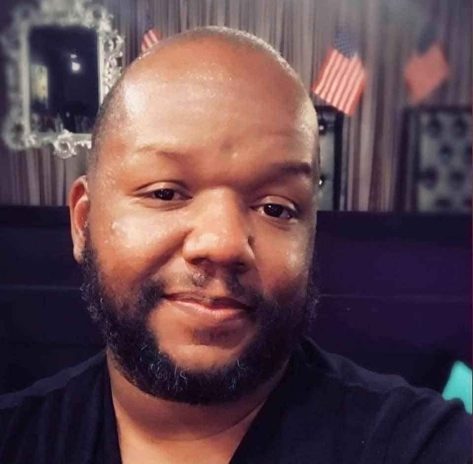 Marlon Young, de 40 años, murió de COVID-19 en el University Medical Center el lunes, 21 de d ...