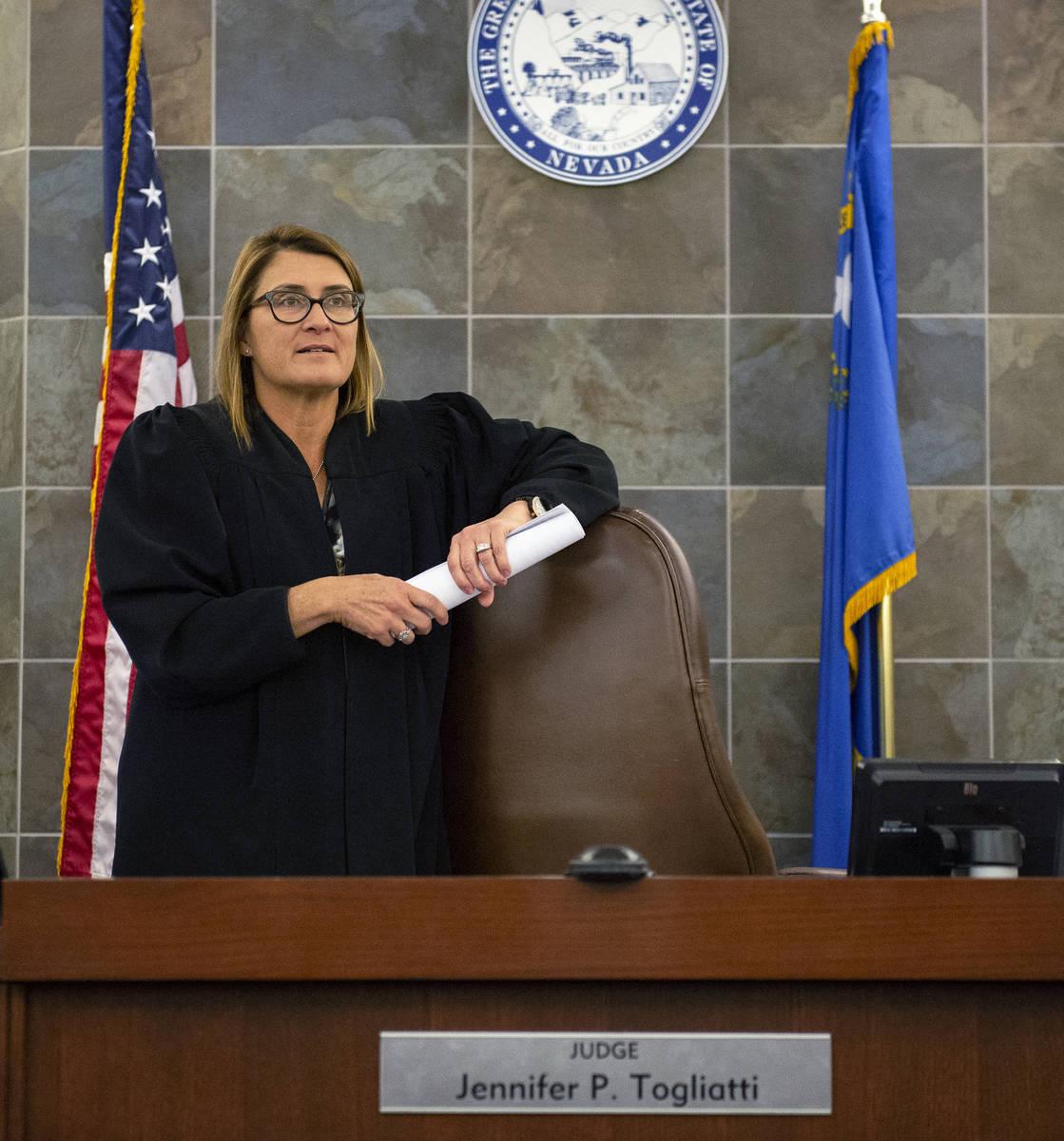 La jueza de distrito, Jennifer Togliatti, se presenta en su sala del Centro de Justicia Regiona ...