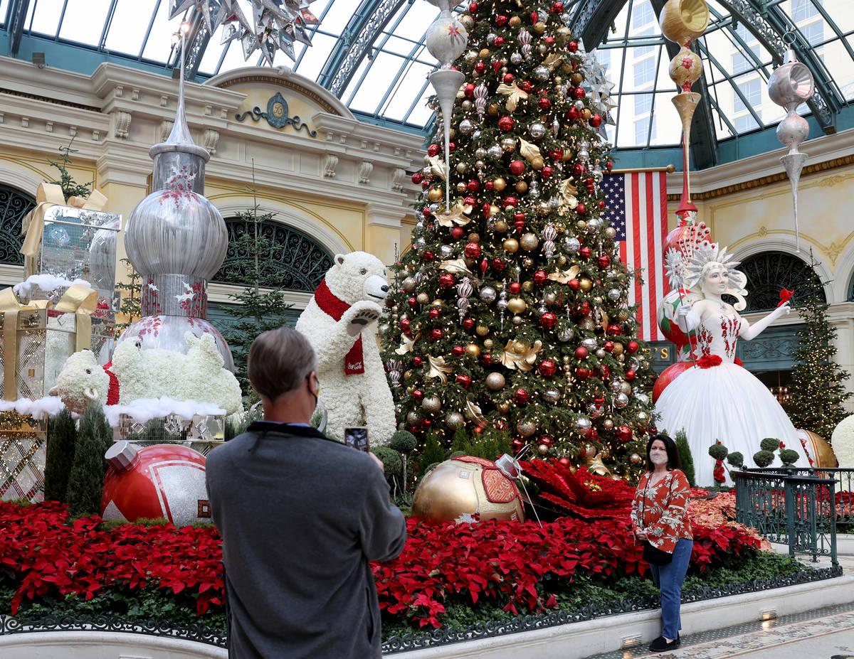 """La muestra de invierno """"Hopeful Holidays"""" en el Conservatorio Bellagio de Las Vegas el lunes, 7 ..."""