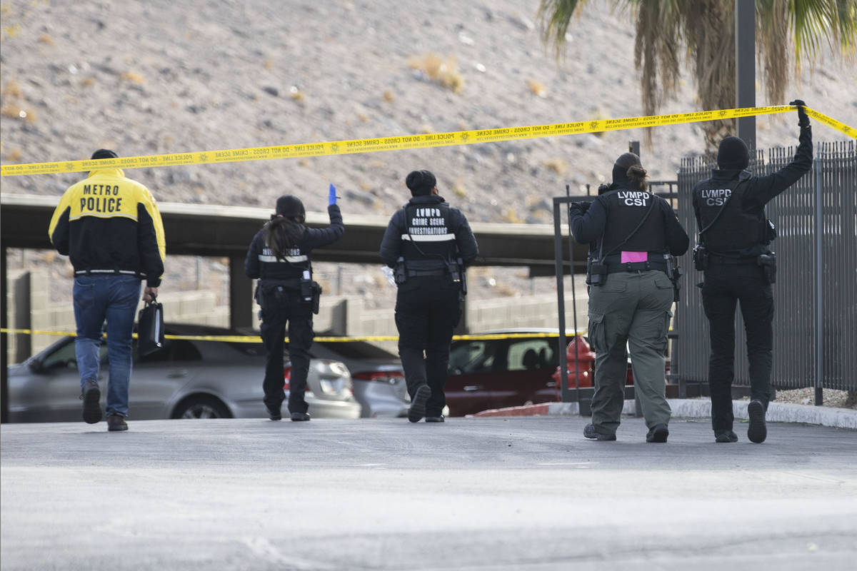 La policía de Las Vegas investiga un tiroteo en la cuadra 5400 de la calle Mountain Vista el j ...