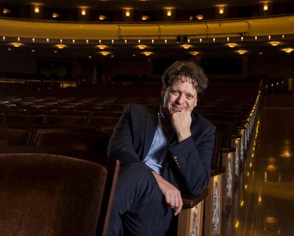 El director musical de la Filarmónica de Las Vegas, Donato Cabrera, creó un blog diario para ...