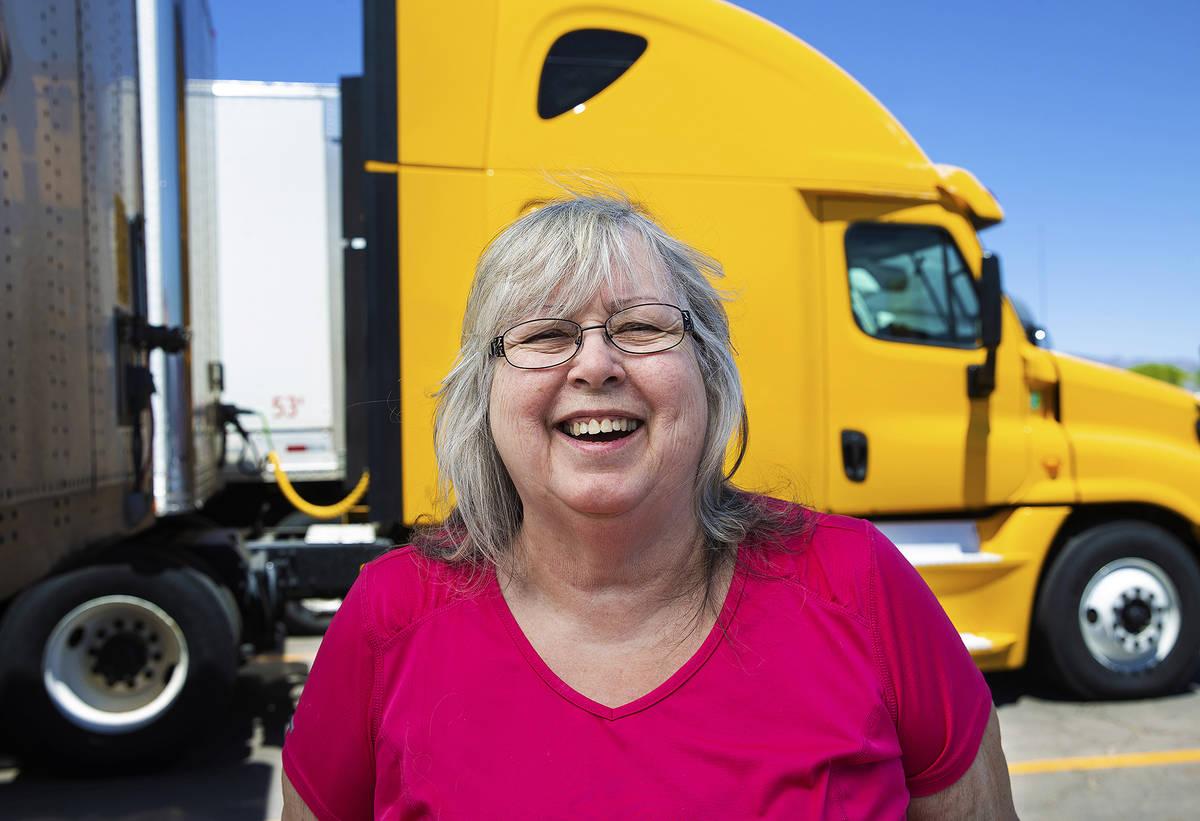 La camionera retirada Bárbara Grantham utilizó su cheque de estímulo para pagar los paquetes ...