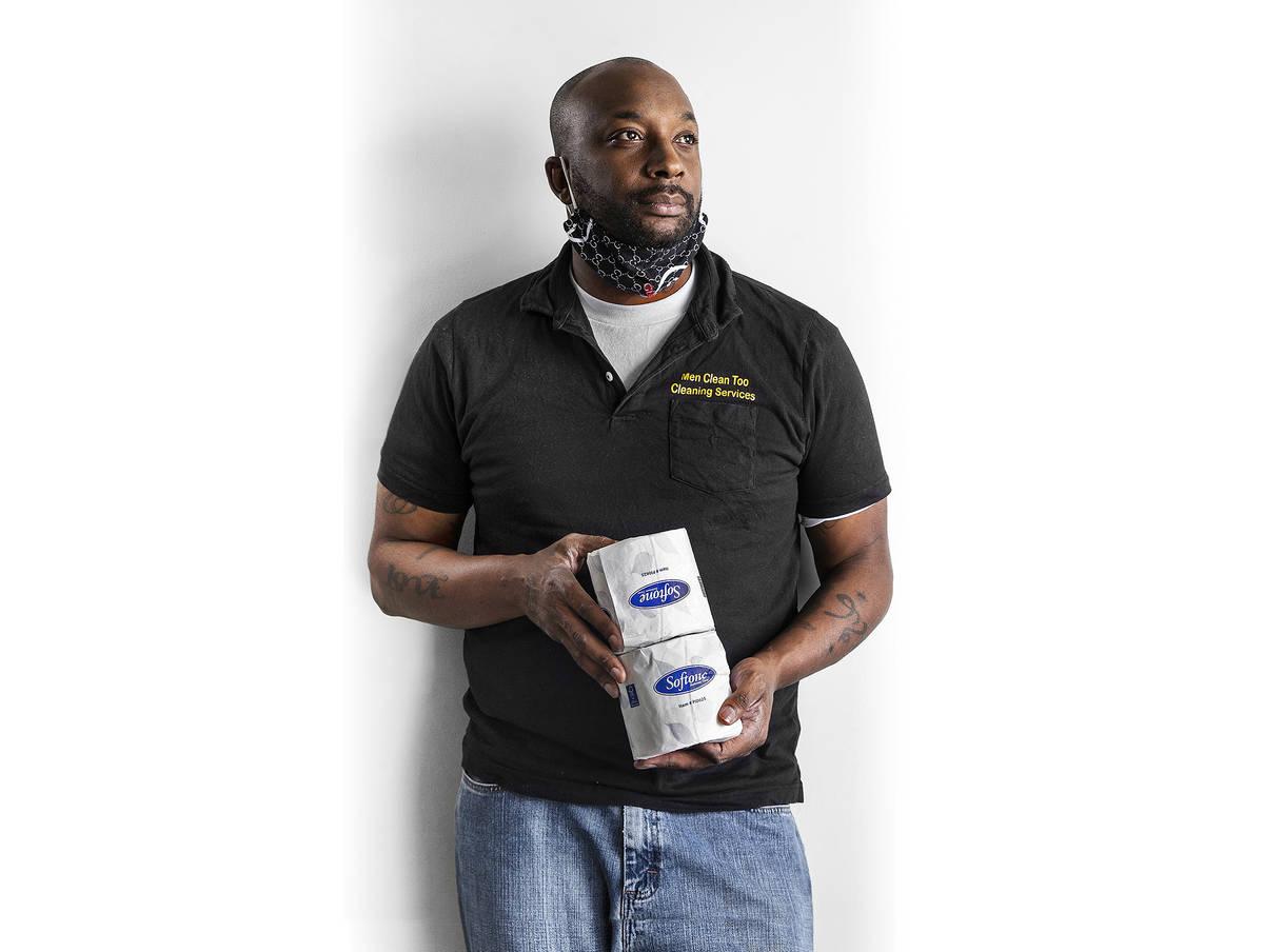Zachary Steward condujo por todo el valle entregando papel higiénico gratis a cualquiera que l ...