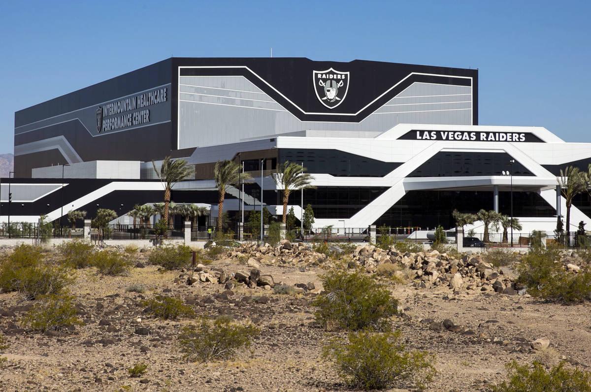 El cuartel general de los Raiders de Las Vegas y las instalaciones de práctica fotografiadas e ...