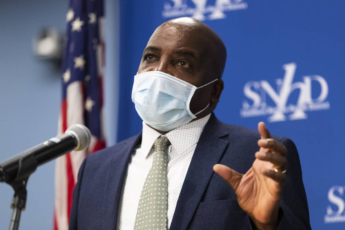El doctor Fermín Leguen, Jefe de Salud en funciones del Distrito de Salud del Sur de Nevada, h ...