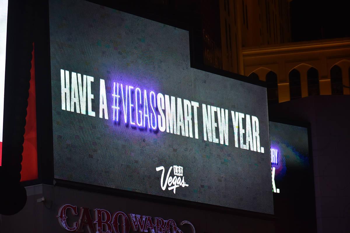 Las pantallas de los casinos del Strip publicaron mensajes para tratar de incentivar a las pers ...
