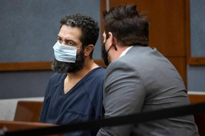 Jordan Barson, izquierda, acusado de conducir ebrio en un accidente que mató a cinco ciclistas ...