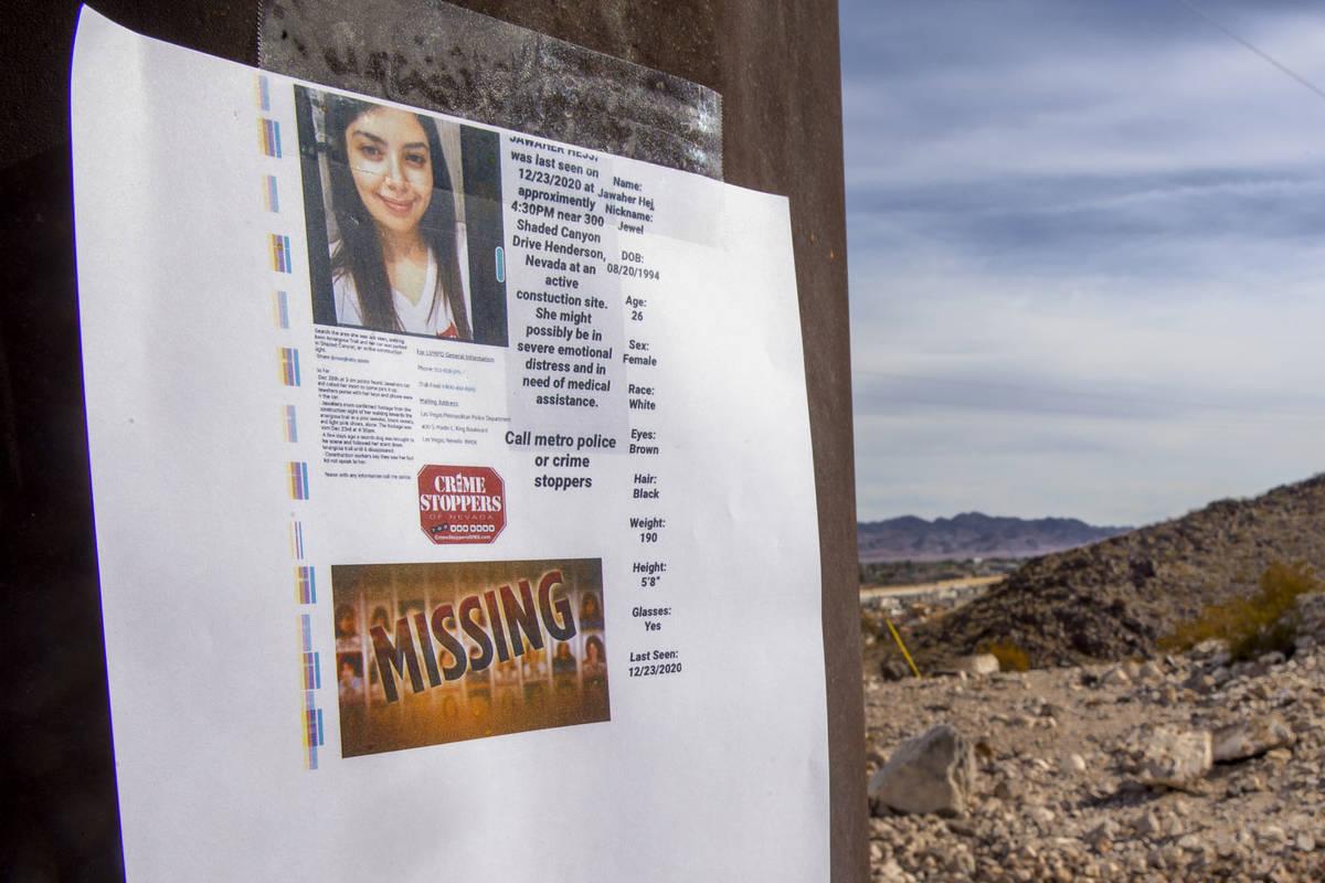 "Un volante de ""se busca"" para Jawaher Hejji en Amargosa Trail, donde fue reportada como desap ..."