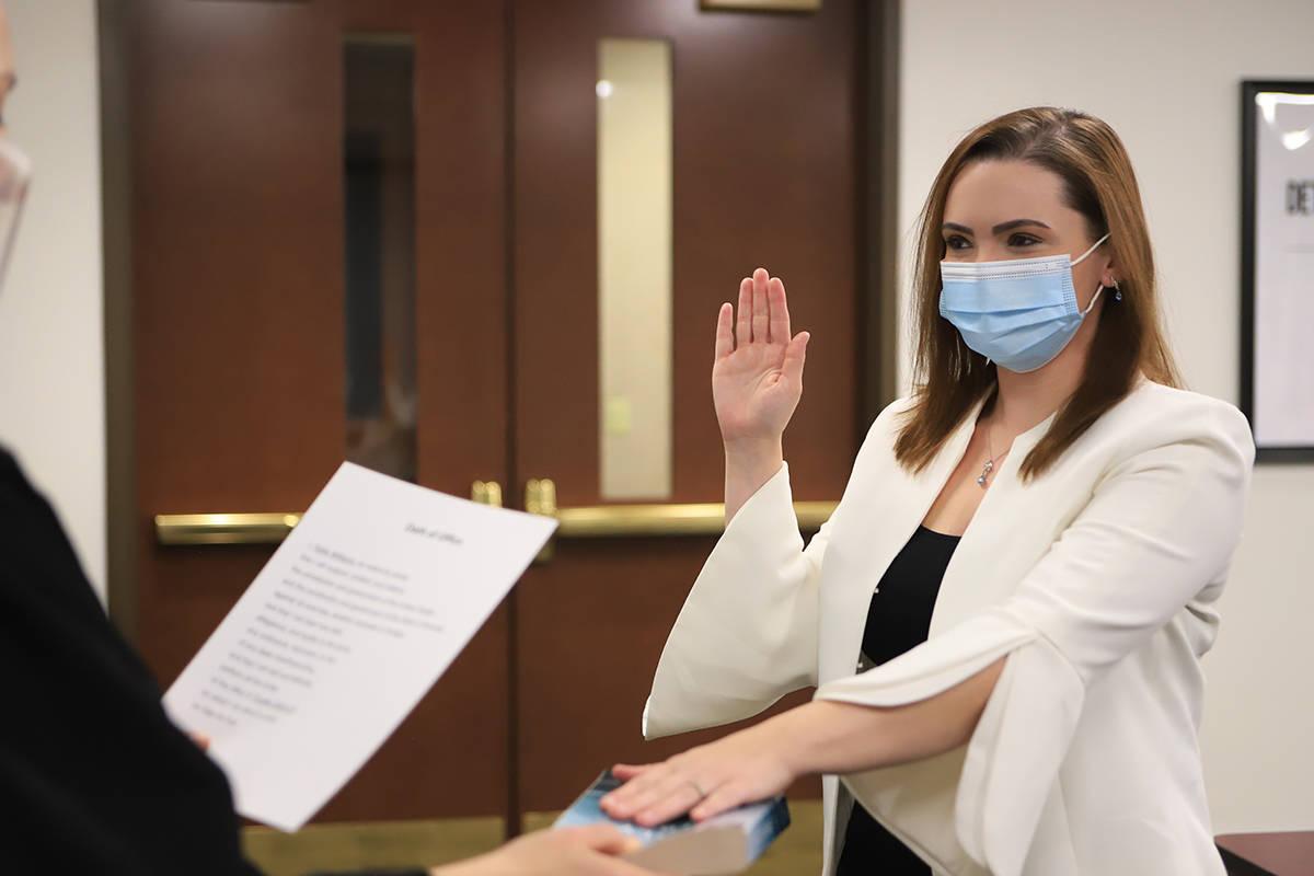 La recién elegida nueva fideicomisaria, Katie Williams, juramentó el pasado lunes 4 de enero ...