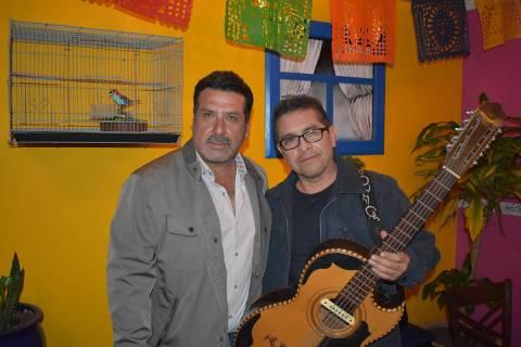 """Agarramos a Pepe Rodríguez & Ecko Norteño """"Con las manos en la masa"""". Aquí con José Lui ..."""