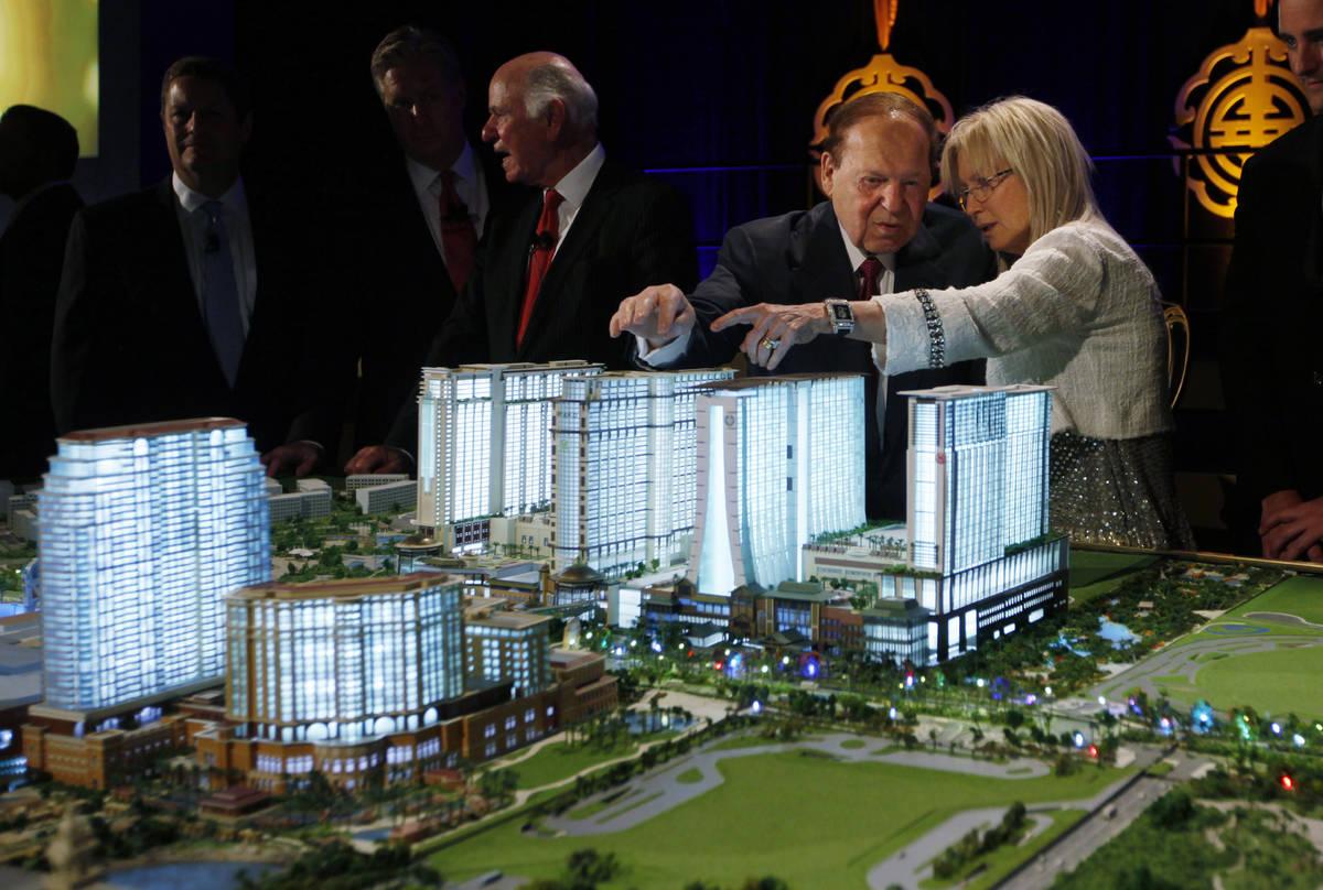 El presidente y director general de Las Vegas Sands Corp., Sheldon Adelson y su esposa, la Dra. ...