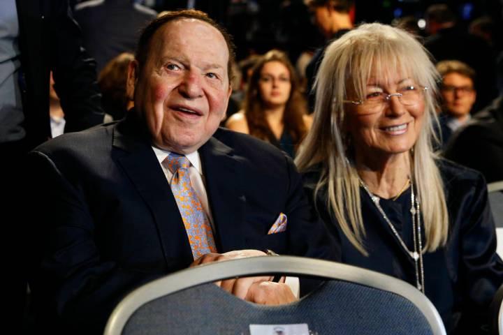 El presidente y director general de Las Vegas Sands Corp., Sheldon Adelson y su esposa, la doct ...