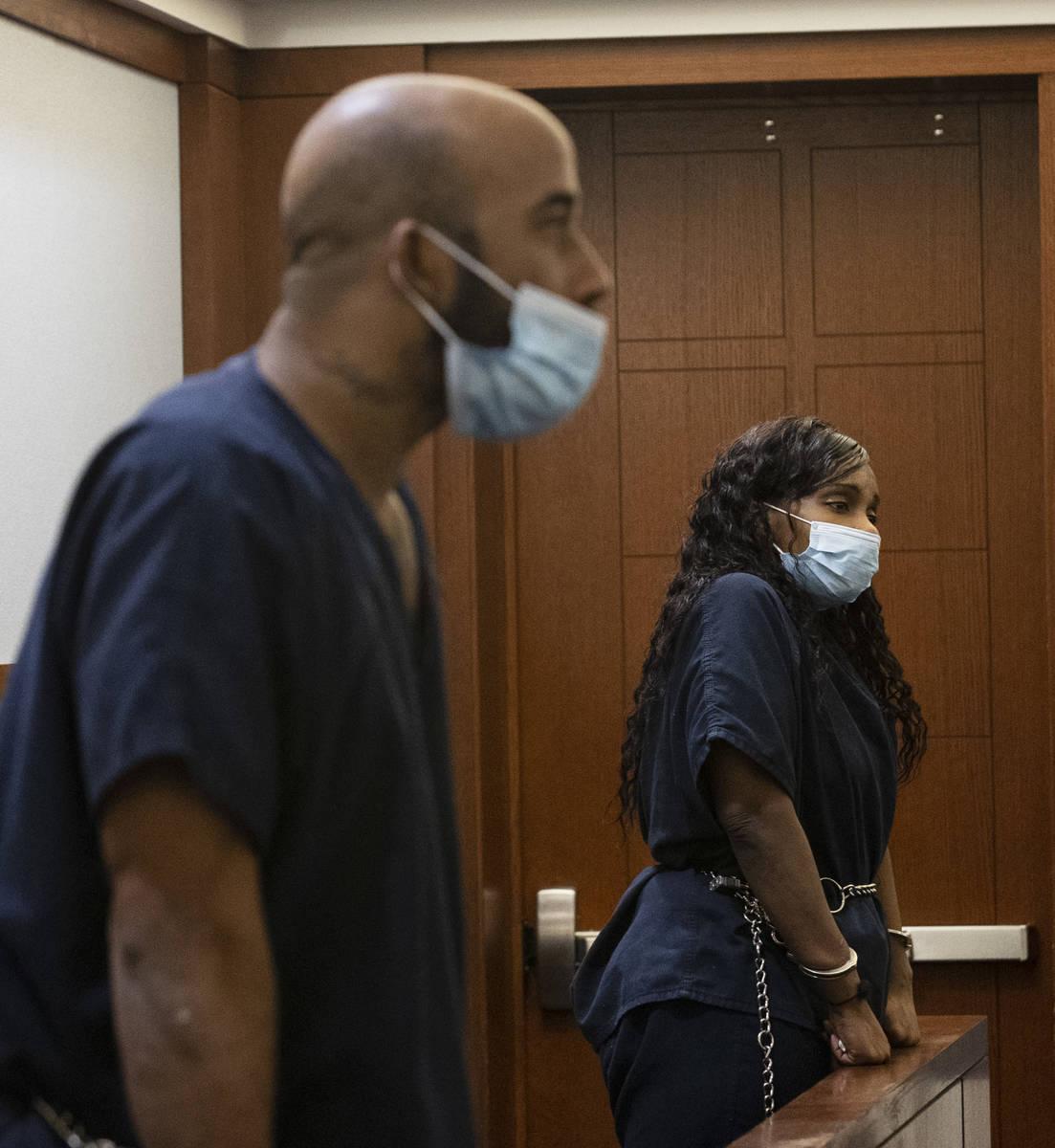 Otis Buchanan, izquierda, y Dalana Smedley, acusados de disparar fatalmente a Alan Bondelid, de ...