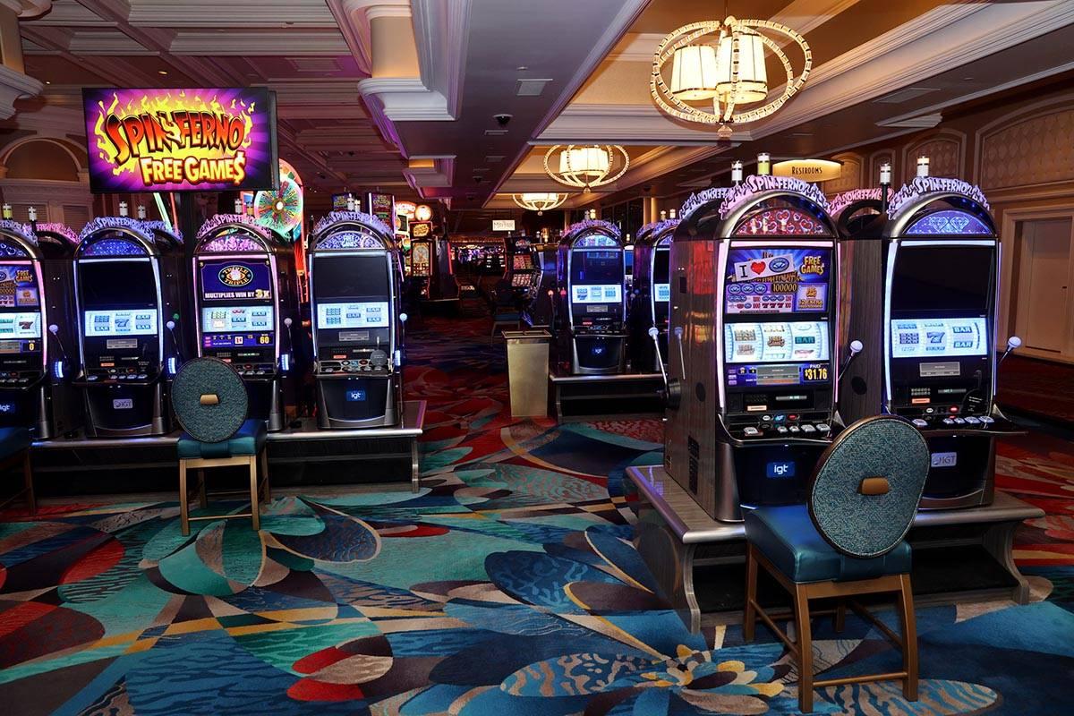 La policía de Las Vegas está tratando de resolver varios robos de cajas de máquinas tragamon ...