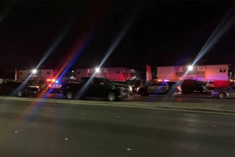 La policía de Las Vegas investiga un homicidio el lunes, 18 de enero de 2021, en el valle oest ...