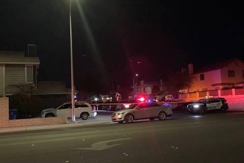 La policía investiga un homicidio el miércoles, 30 de diciembre de 2020 en la cuadra 8100 de ...