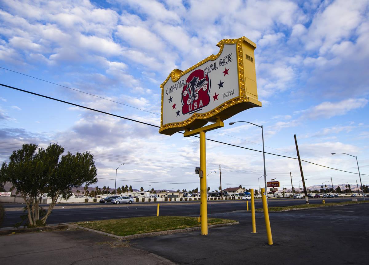 El exterior de la pista de patinaje Crystal Palace en Boulder Highway, Las Vegas el miércoles, ...