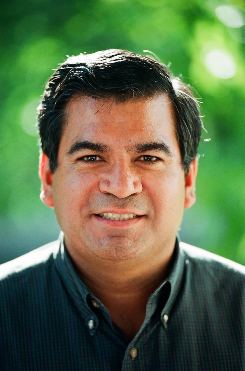 El abogado y ex juez Don Chairez en 1997. (Marina Chairez)