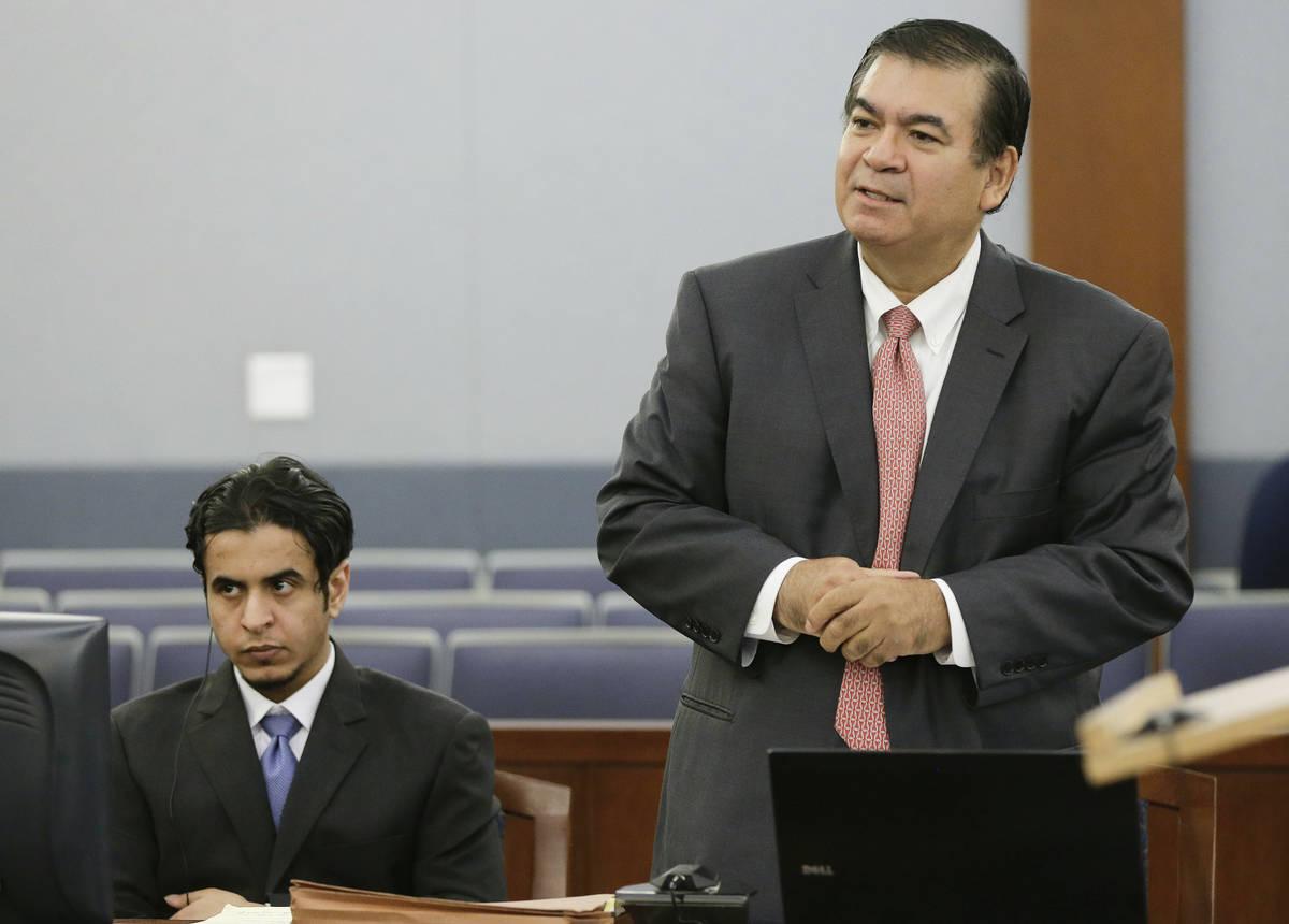 El abogado defensor Don Chairez se dirige al juez durante el proceso de selección del jurado p ...