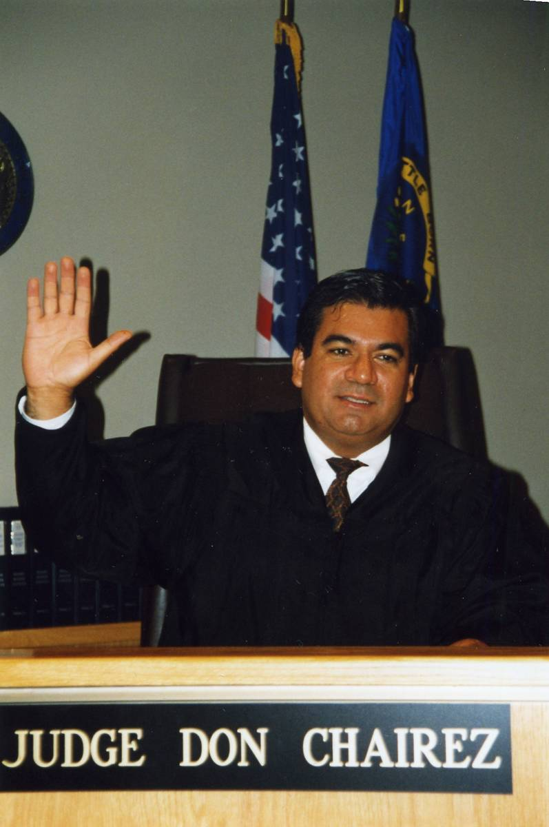Una foto del juez Don Chairez el día que juró y fue nombrado juez del tribunal de distrito de ...
