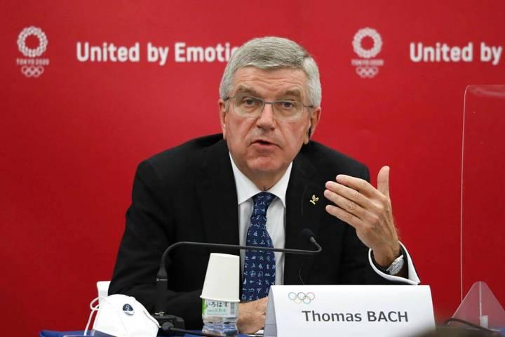 En esta foto de archivo del 16 de noviembre de 2020, Thomas Bach, presidente del Comité Olímp ...