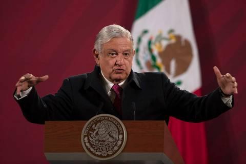 ARCHIVO - En esta fotografía de archivo del 18 de diciembre de 2020, el presidente de México, ...