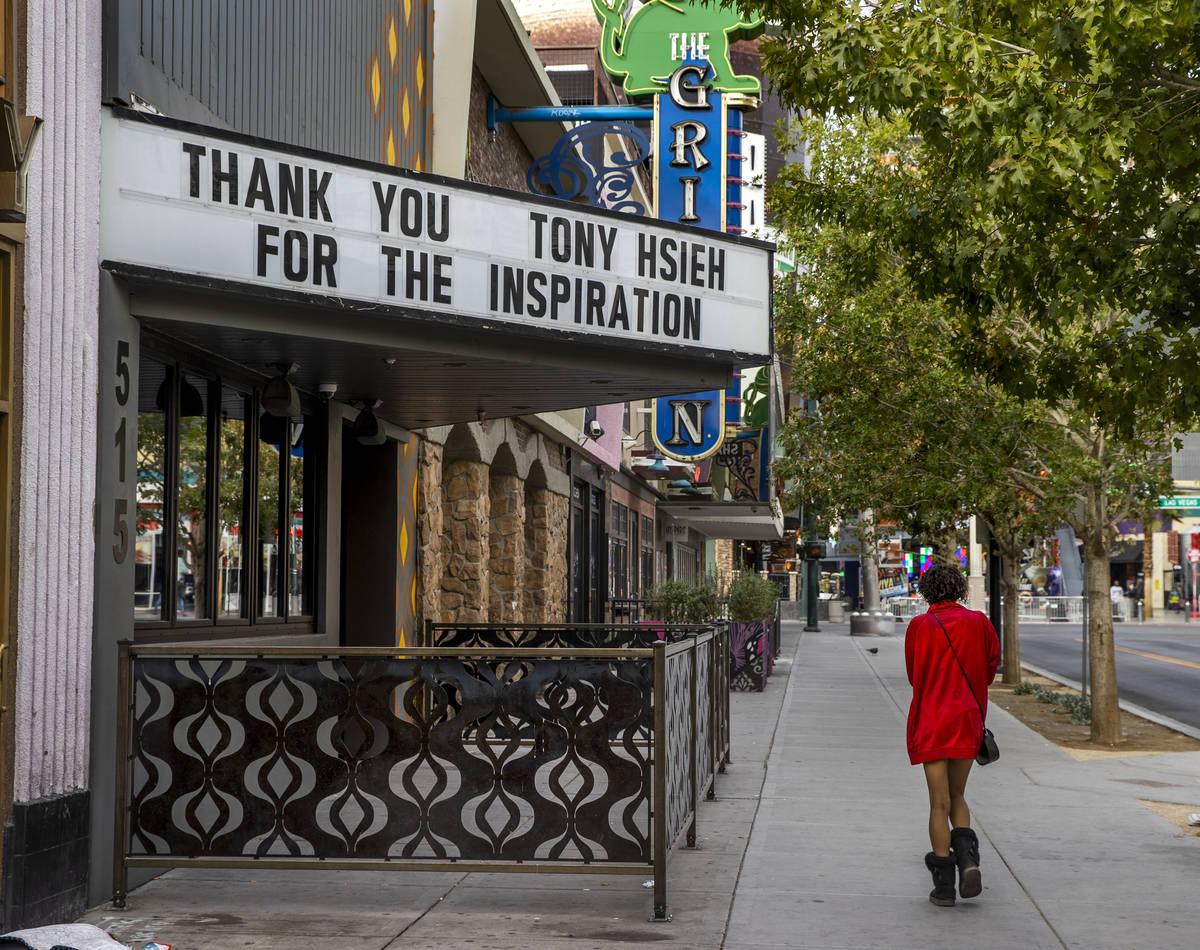 La marquesina de Corduroy dedicada a Tony Hsieh en el centro de Las Vegas el viernes, 11 de dic ...