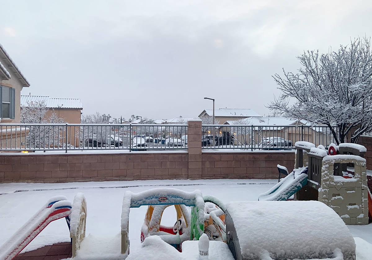 Un manto de nieve se registró en algunas zonas de Las Vegas, los acumulados fueron registrados ...