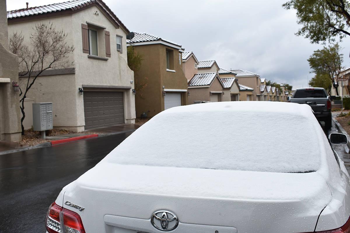 Una rara nevada cubrió parte de las calles en la zona de Centennial, al noroeste del valle de ...