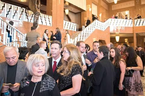 """En esta foto de archivo, los invitados interactúan en el evento anual del """"Heart of Education"""" ..."""