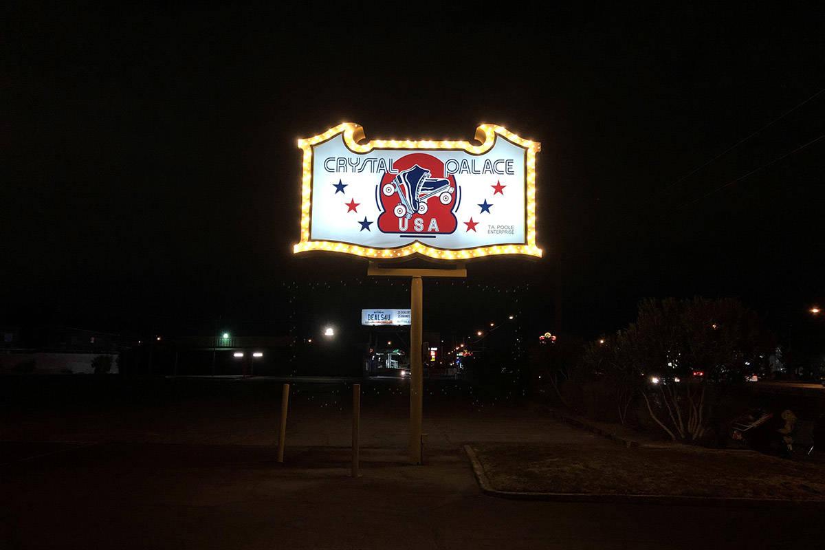 La pista de patinaje Crystal Palace de Floyd Mayweather en Boulder Highway, Las Vegas, abrió e ...