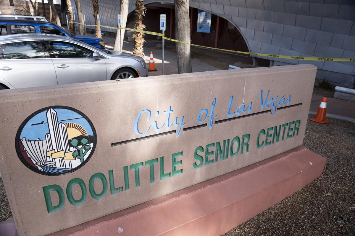 Doolittle Senior Center en Las Vegas, donde se inauguró un centro de vacunación emergente con ...