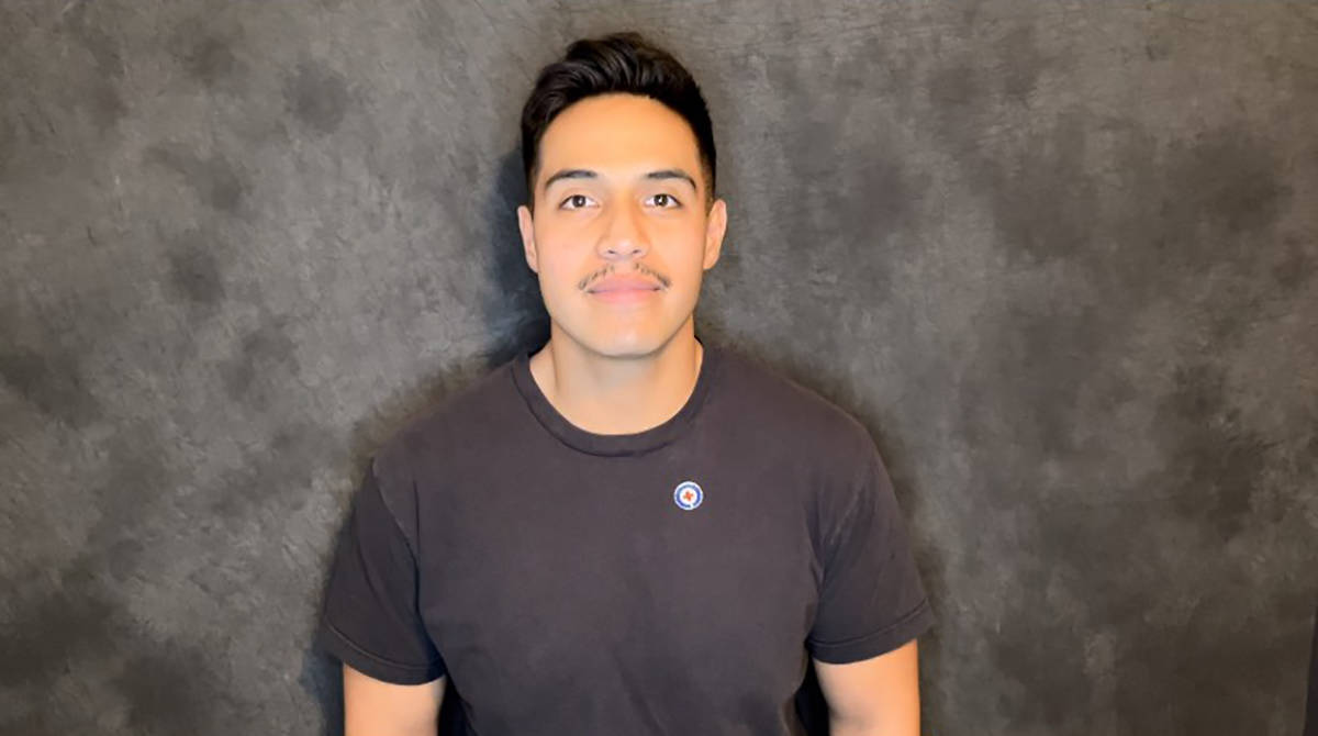 Isai Valencia es un miembro de las fuerzas armadas que actualmente es voluntario de la Cruz Roj ...
