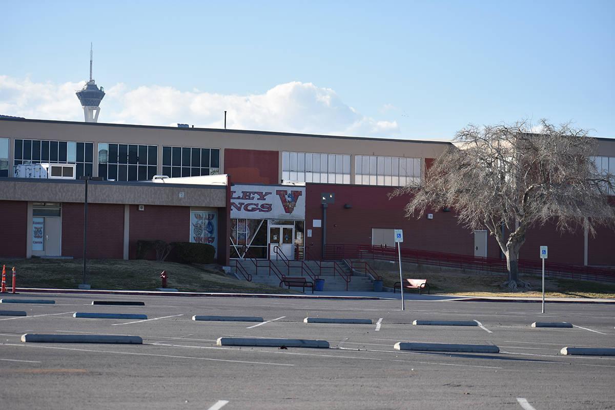 Exterior de la Escuela Preparatoria Valley, situada en el este de Las Vegas, fotografiada el mi ...